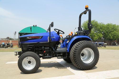 Traktor Farmtrac 26 Compact